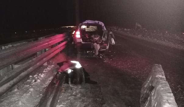 На трассе под Талицей легковушка влетела в отбойник, погибла пассажирка