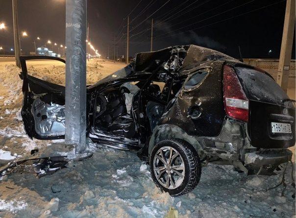 Ночью под Каскарой лихачка на Hyundai впечаталась в столб