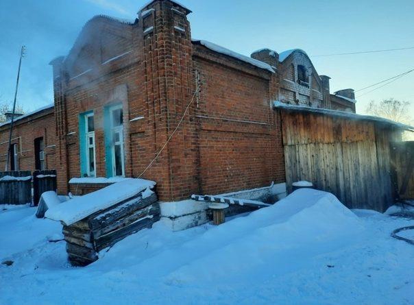 Два малолетних ребенка погибли в пожаре в Богандинском: мать оставила их вместе с нетрезвой родственницей