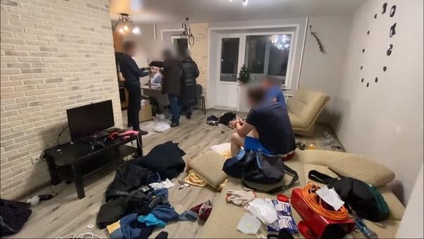 Шестеро челябинцев обманывали тюменских пенсионеров, дезинфицируя им квартиры обычным увлажнителем воздуха