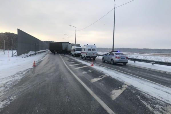 Из-за столкновения двух фур была перекрыта трасса Тюмень-Омск