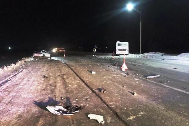 В Тобольске KIA протаранила рейсовый автобус: погибла водитель легковушки