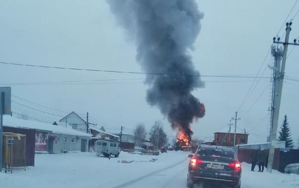 Утренний пожар в Тюмени: полыхал дом в районе Парфенова