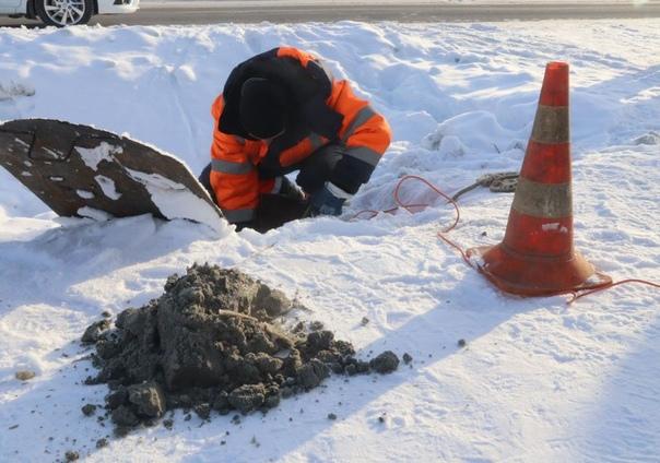 """Сотрудники """"Водоканала"""" выпилили 50-килограммого «монстра» из городской канализации"""