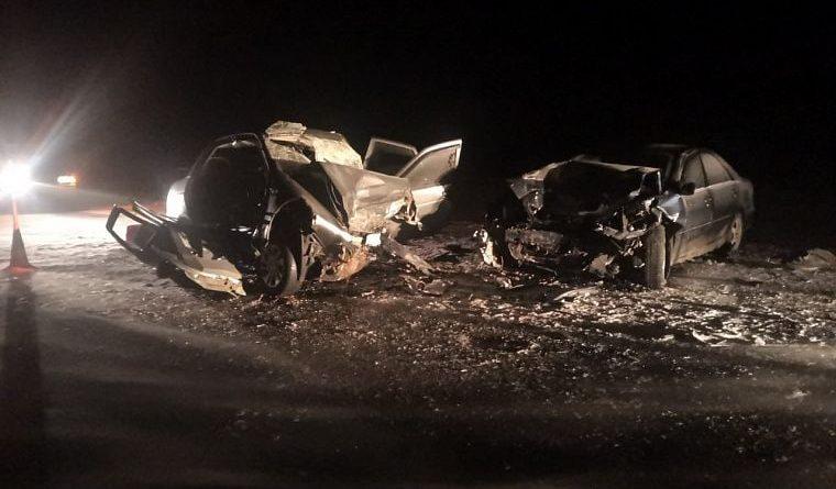 """Под Исетским """"Приора"""" протаранила Camry: двое погибших, двое пострадавших"""