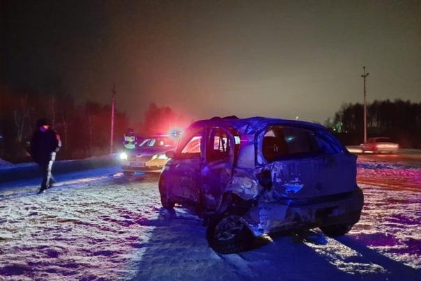 """На """"боровской"""" объездной КАМАЗ снес малолитражку, погибла 26-летняя пассажирка"""