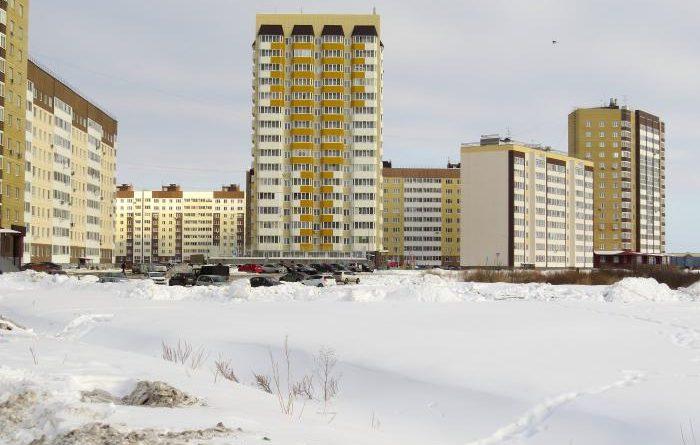 Трагедия на Лесобазе: с балкона высотки выпала девочка