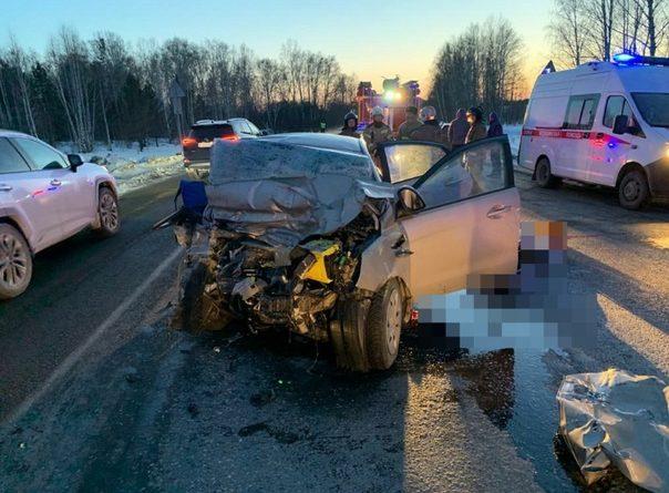 Трагедия на трассе Екатеринбург - Тюмень: KIA протаранил фуру, погибли 5 человек