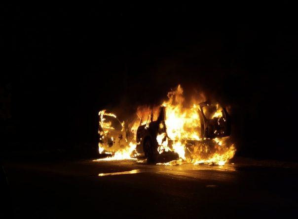 На боровской объездной Grand Vitara влетел в лесовоз и сгорел. ВИДЕО