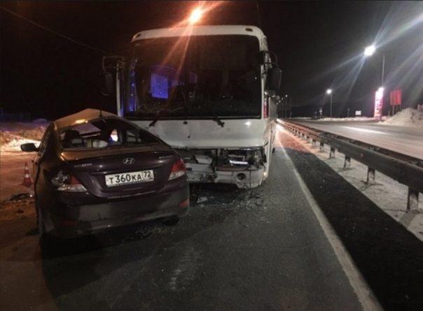 Смертельная авария на въезде в Тобольск: Solaris протаранил автобус