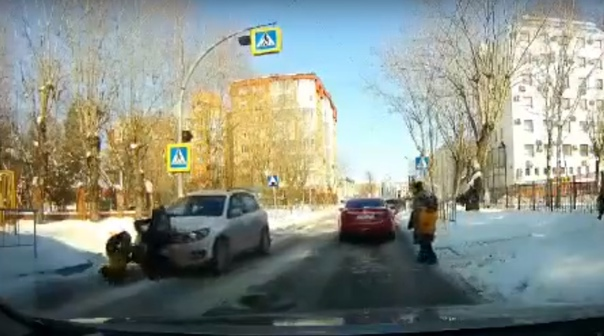 "Водителя ""Тигуана"", сбившего двух школьников на Грибоедова, лишили прав на год. ВИДЕО момента ДТП"