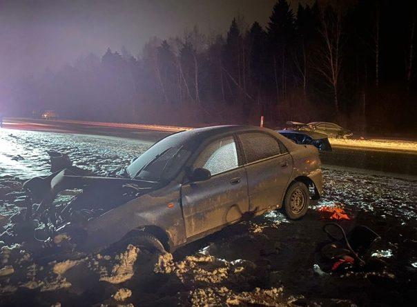 Мать с четырьмя детьми попала в страшную аварию на трассе Тюмень - Екатеринбург