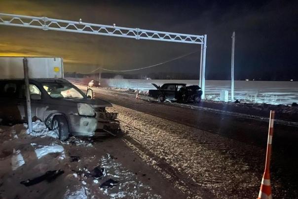 """Вечернее ДТП на въезде в Тюмень по """"салаирке"""": четыре человека с серьезными травмами"""