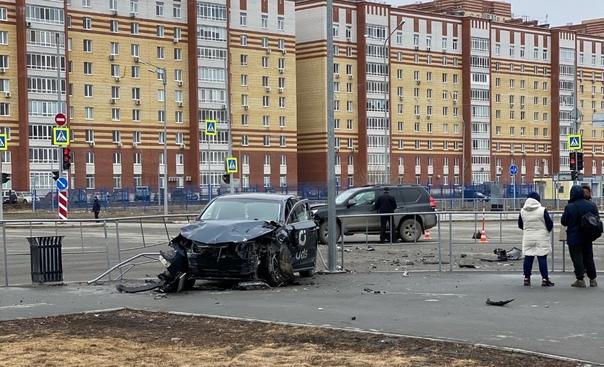 Жесткое ДТП в Тюмени: столкнулись Land Cruiser и Lexus
