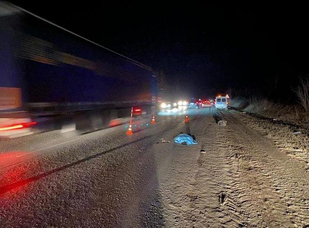 Вечером на Велижанском тракте легковушка сбила насмерть пожилого мужчину