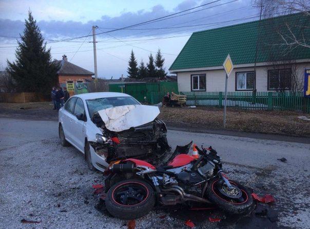 В Перевалово пьяный мотоциклист протаранил легковушку, он в реанимации