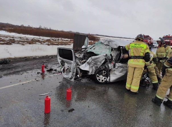 """Под Ялуторовском """"Школу"""" вынесло под встречную фуру, погиб водитель"""