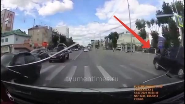 Пьяный водитель Дастера дважды таранил заборы на Червишевском тракте в Тюмени