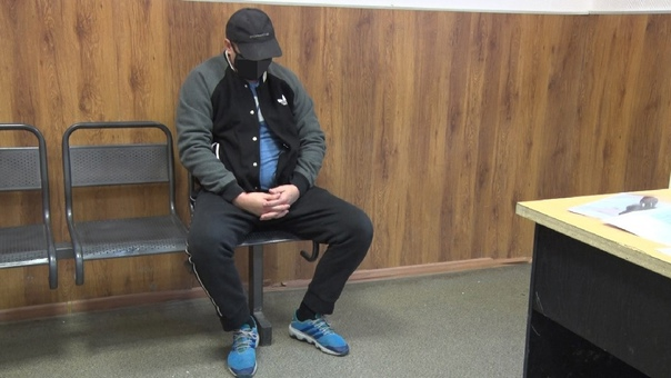 """Водитель """"Бентли"""" устроил истерику в наркодипансере: срывал с полицейских погоны и бился головой об стекло"""
