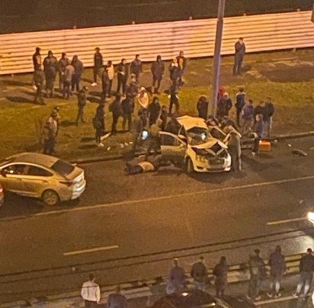Подробности ночного ДТП с автомобилем такси на Мельникайте: погиб таксист, пострадала семья с детьми