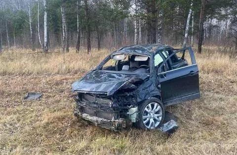 """Трагедия на трассе под Тобольском: три человека погибли после съезда в кювет """"Каптивы"""""""