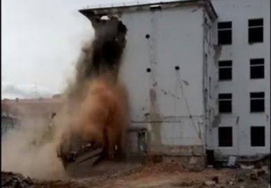 """""""Столько добра уничтожили"""" Под колокольный звон в Тюмени сносят главное здание ТГУ. ВИДЕО"""